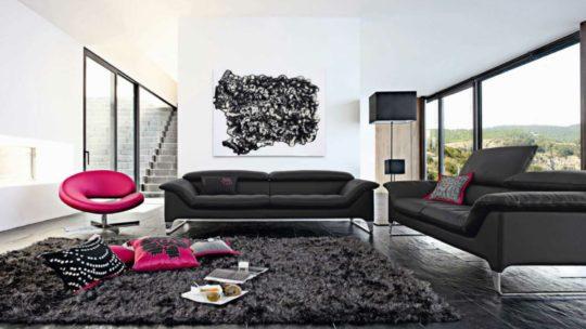 Comment décorer son salon avec un canapé noir